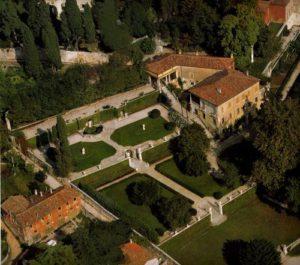 foto aerea di Villa da Schio